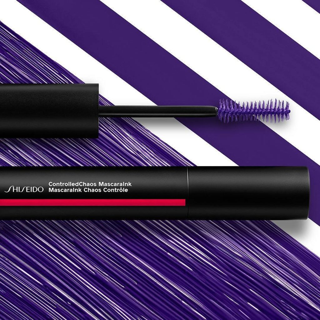 Take lashes from dull to dramatic with a single swipe of ControlledChaos Mascara...