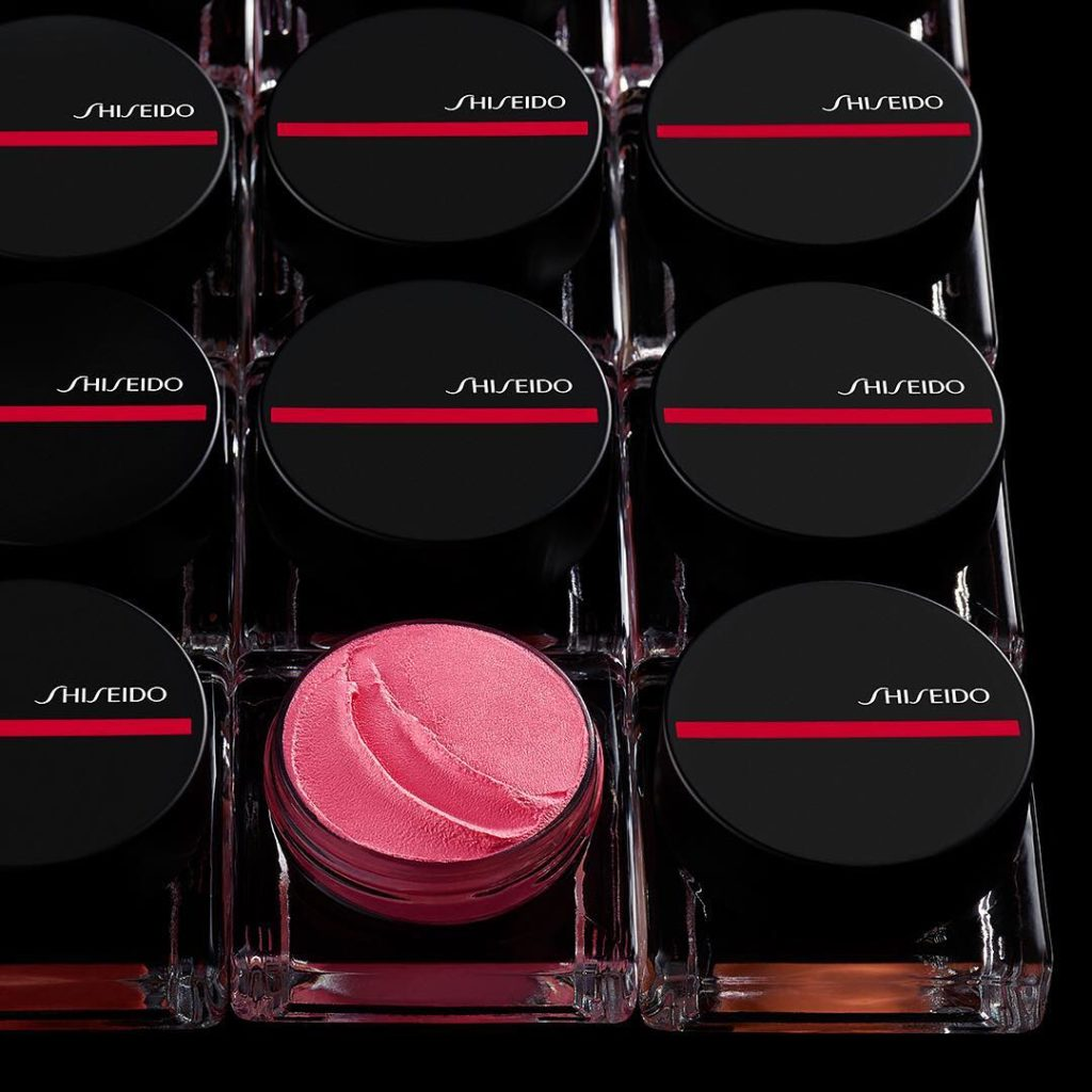 Whip up a flush fast with Minimalist WhippedPowder Blush. These sleek pots are p...