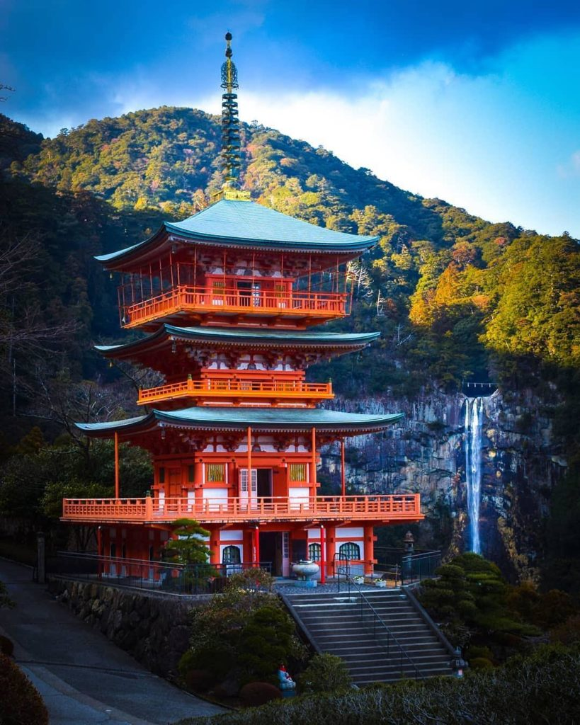 The vermilion three-storied pagoda of #SeigantojiTemple stands out against the 1...