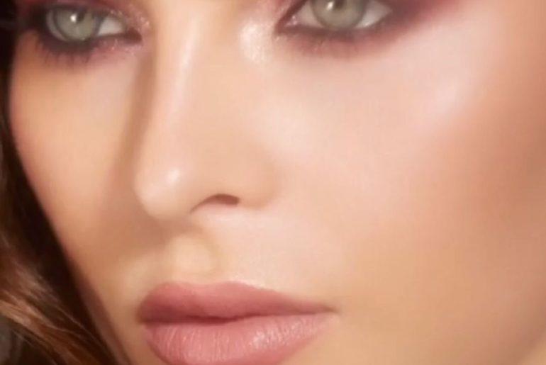 Shine some light on smoky eyes by adding a touch of Aura Dew to the inner corner...
