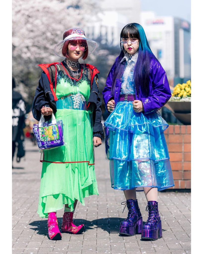 18-year-old Japanese fashion students Erina (@mmpoteto4745) and Bien (@beepastel...