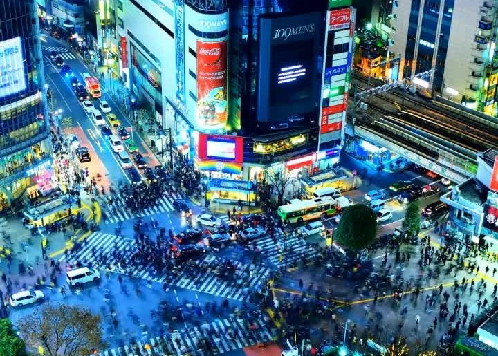 After dark the Shibuya Scramble transforms into a piece of living art!  Follow @...