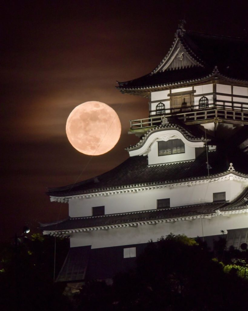 Stunning shot of the full moon over Inuyama Castle in Aichi Prefecture.  Thanks ...