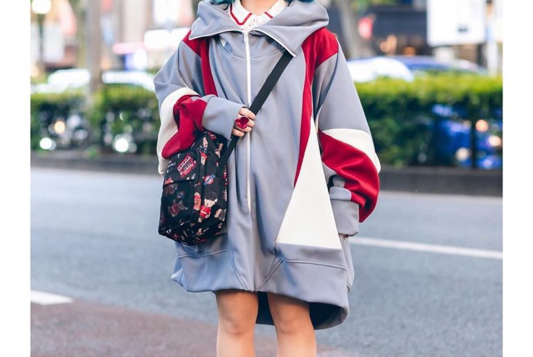 20-year-old Ayana (@__aidol__) on the street in Harajuku wearing an oversized co...