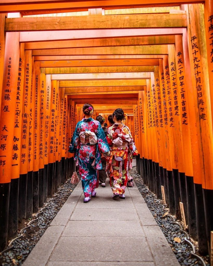 Torii arches and traditional dress at Kyoto's Fushimi Inari Shrine  : @fabianvs ...
