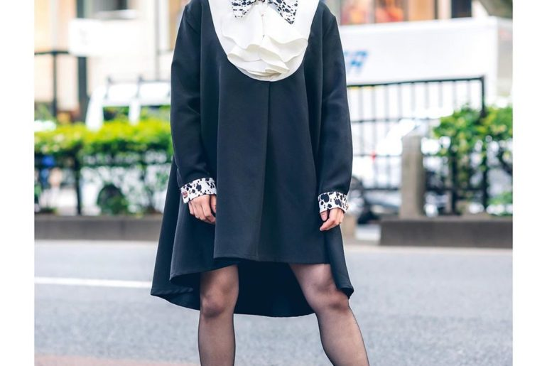 19-year-old Japanese student Natsumi (@_k.723_) on the street in Harajuku wearin...