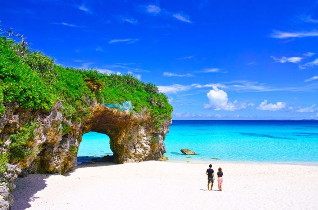 Beach season has begun in Japan! Celebrate by heading to picture-perfect Sunayam...