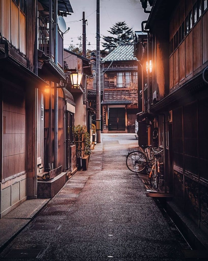 Step back in time with a visit to the beautifully preserved Nagamachi Samurai Di...