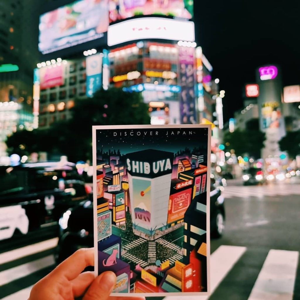 What a fun idea! @journeybehindthepostcard collects postcards during her travels...