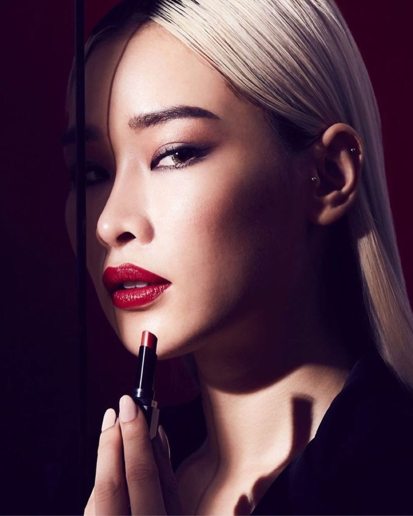 Equal parts sleek and strong, VisionAiry Gel Lipstick in Sleeping Dragon provide...