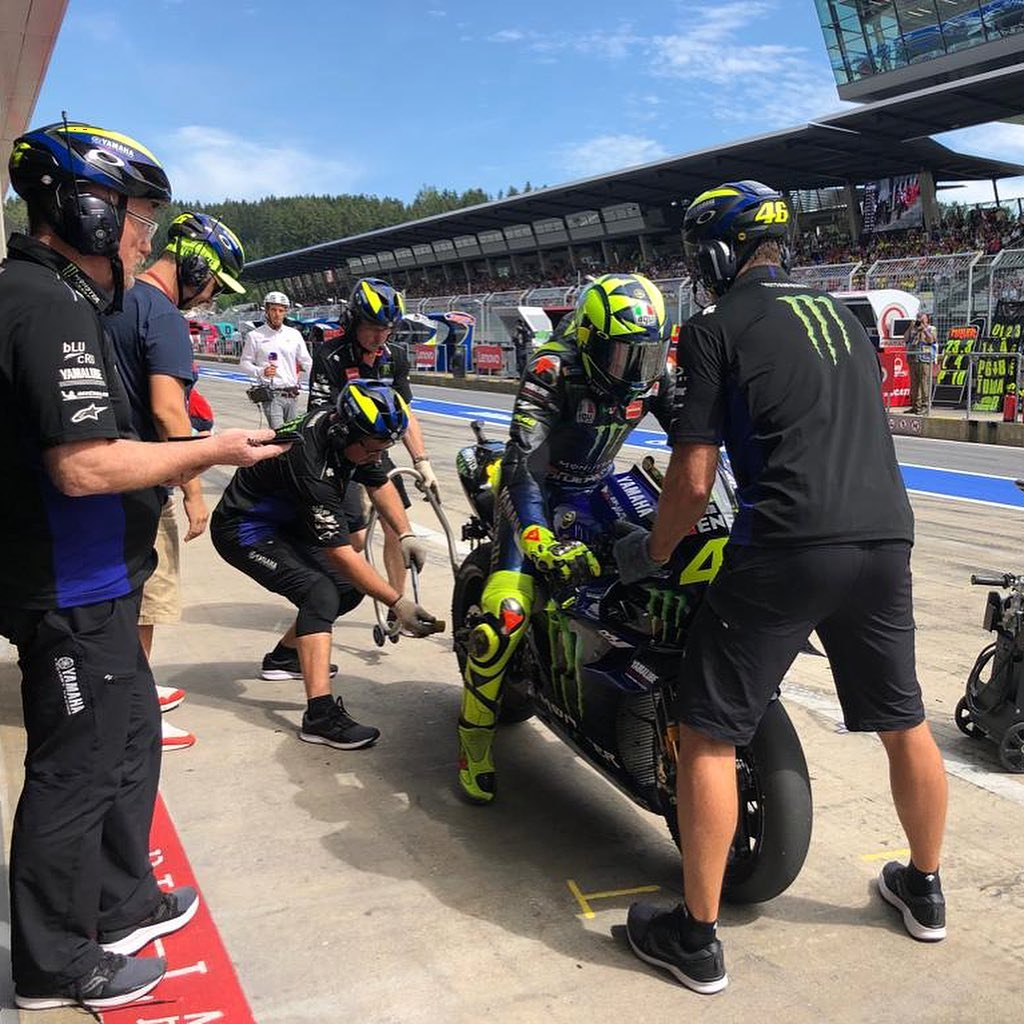 @valeyellow46 switches from a medium to a soft rear tyre during his Q2 pit stop....