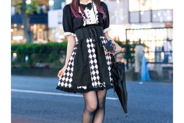 18-year-old Sio (@siomomi_kurage) on the street in Harajuku wearing a Sinz Tokyo...