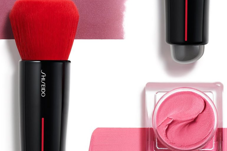 Meet your makeup bag's perfect pair. Buff and blend the weightless texture of Mi...