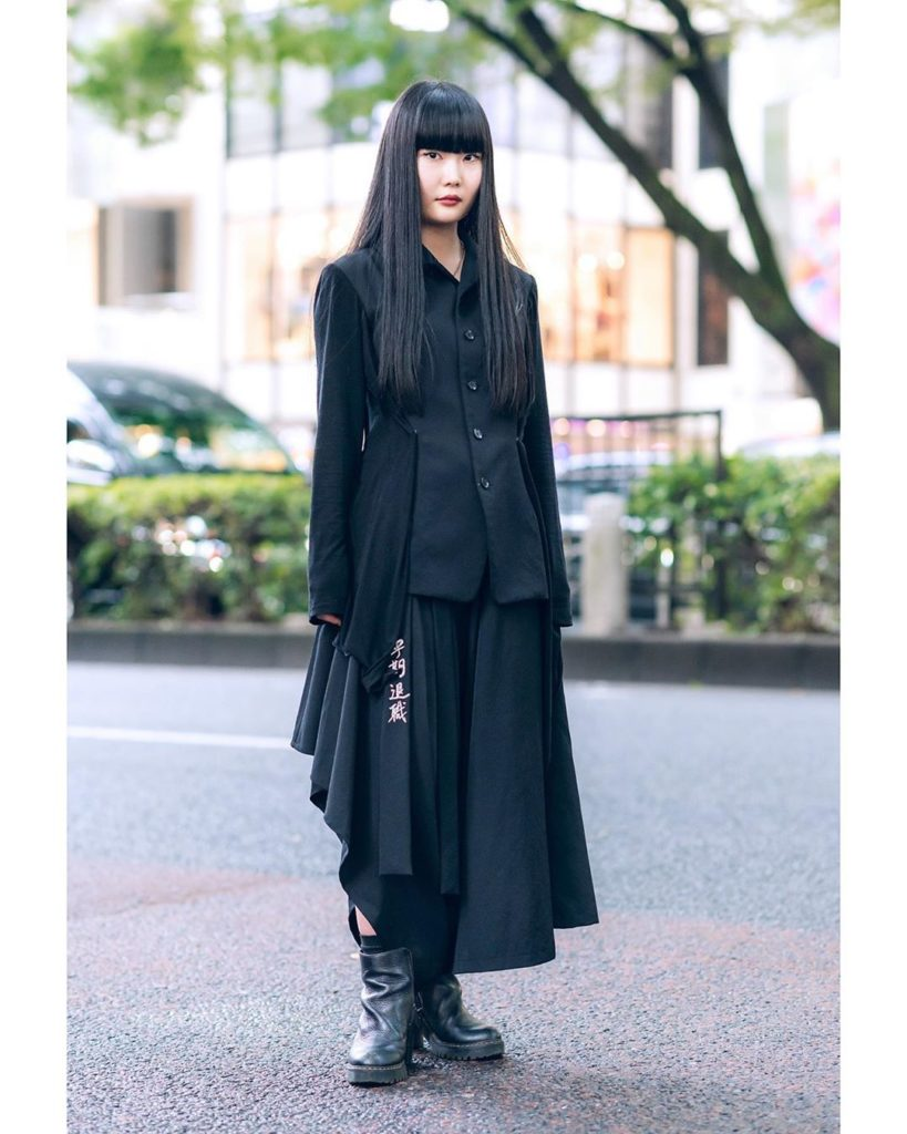 19-year-old Japanese student and musician Kana (@waitress___) on the street in H...