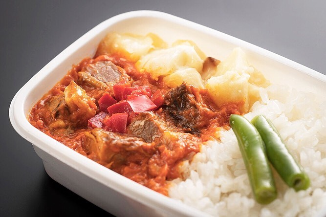 . From September to November JAL will be presenting new in-flight meals by up-an...