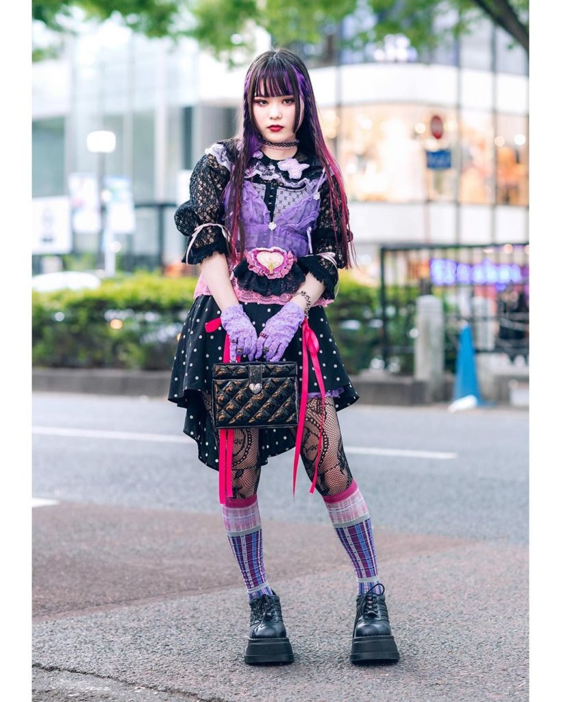 18-year-old Japanese fashion college student Kaede (@0626kerokero) on the street...