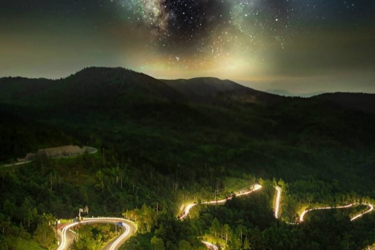 Mountain drives and milky way views - what dreams are made of!  : @ko_uske -----...