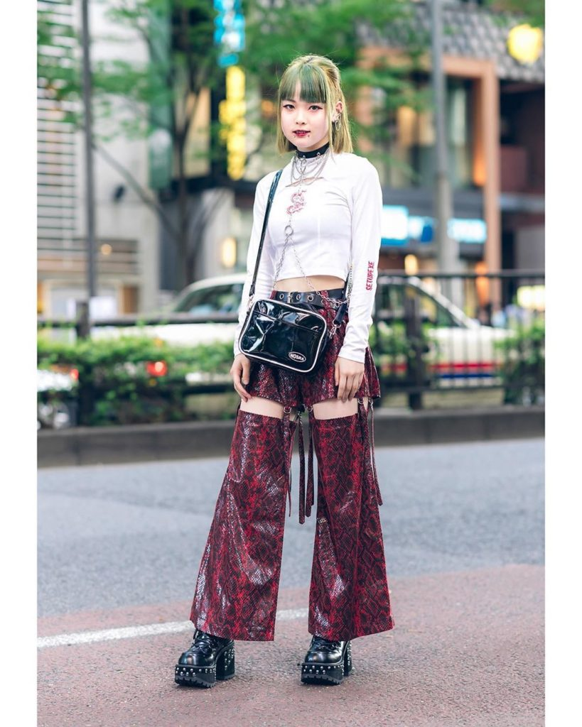 16-year-old Japanese high school student Moena (@_anoyumede_) on the street in H...