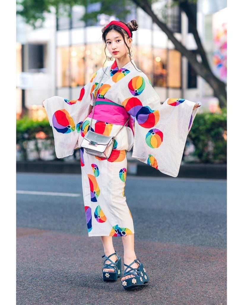 15-year-old aspiring Japanese actress A-Pon (@a_ponnnn) on the street in Harajuk...