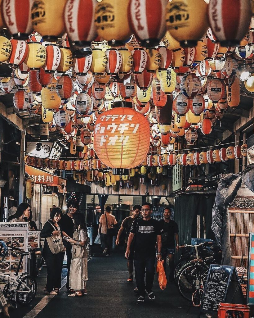 A little bit of lantern love for your Tuesday!  : @kazugrapher1209 -----⁣⠀ #Ueno...