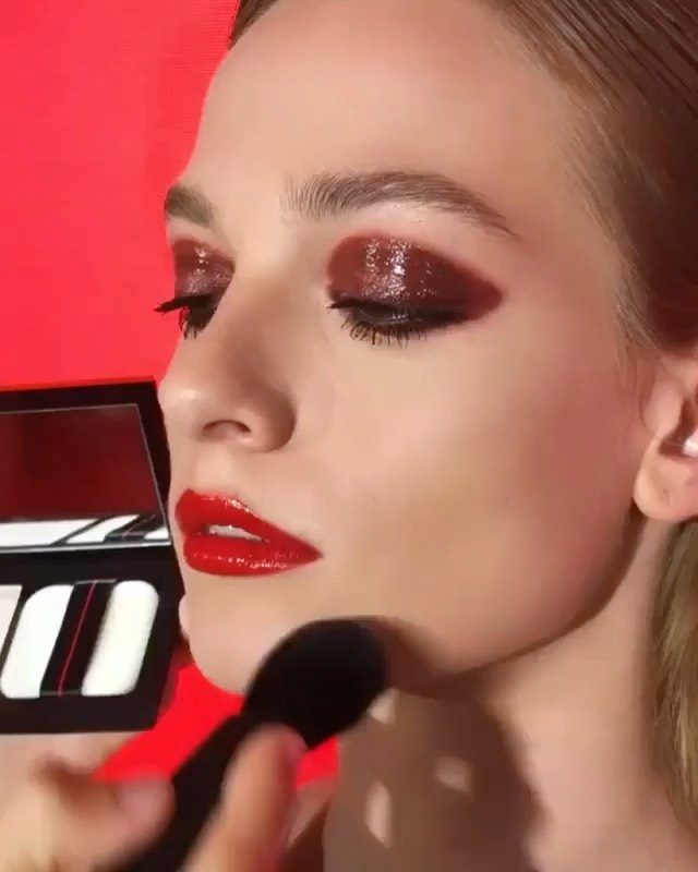 Shine only where you want to. EMEA Color Artist @gregoris uses Synchro Skin Invi...