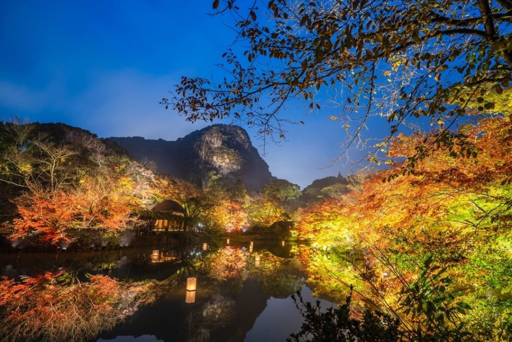 Mifuneyama Rakuen, located in Saga Prefecture, is one of Kyushu island's top spo...