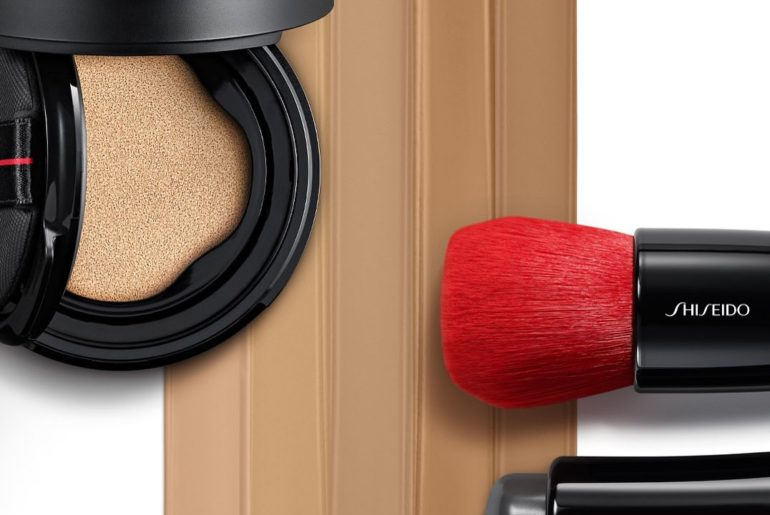 A two-in-one tool joins forces with a portable skin perfector. Use the gel blend...