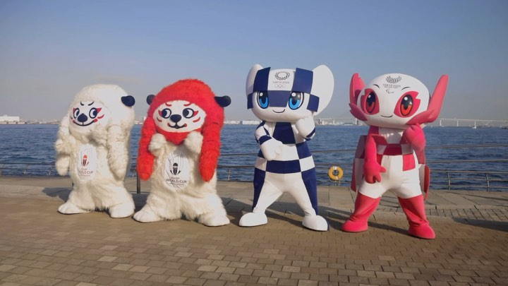 The Rugby World Cup mascot Ren-G has got @miraitowa and @someity in a #rwc2019 m...