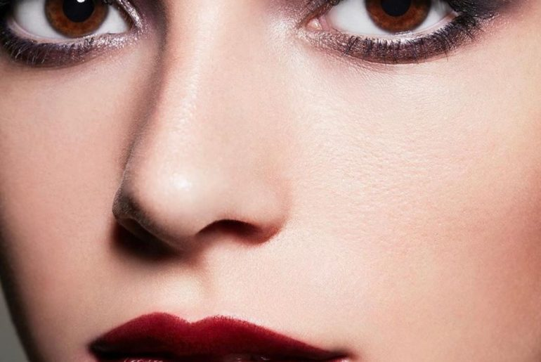 Double down on smoky eyes and a statement lip. Recreate this look by makeup arti...