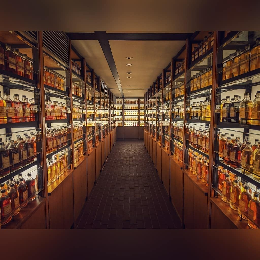 Reposted from @swgfoto  Had ourselves a time at the Yamazaki distillery!  #whisk...