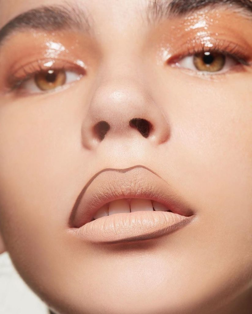 Add luster to a flawless Synchro Skin Self-Refreshing complexion with Crystal Ge...