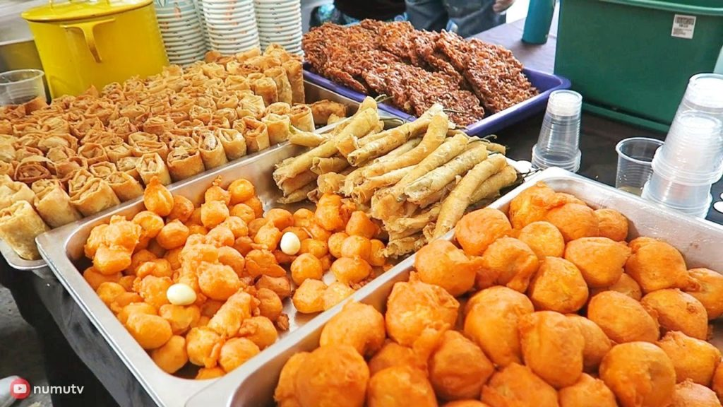Philippines Street Food - BANCHETTO Weekend Market   Best Place to Eat Street Food in Ortigas Center