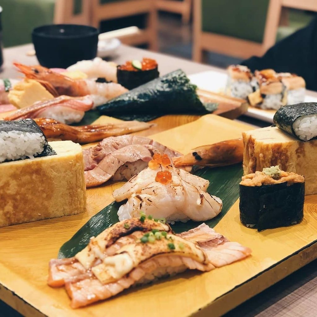 Looking for delicious but affordable sushi in Tokyo? Head to Sushi no Midori whi...