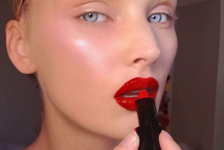 'Tis the season for a ravishing red lip. To recreate this look by @idoraphaelmak...